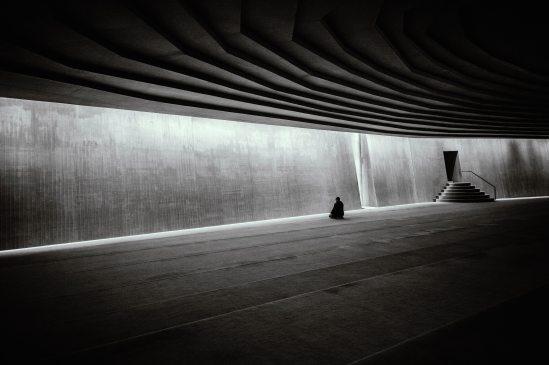 black-and-white-dark-door-1638883